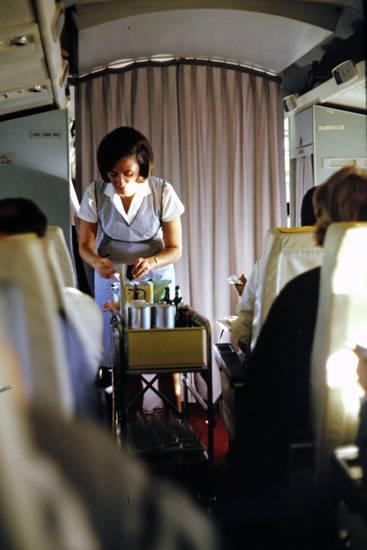 Ägypten, an bord, bordwagen, Flugbegleiterin, flugzeug, freizeit, getränk, reise, Spaß, Stewardess, Studienreise, urlaub, verreisen