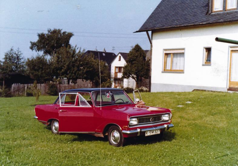 Antenne, auto, gras, haus, KFZ, Opel, Opel Rekord, opel-rekord-b, PKW