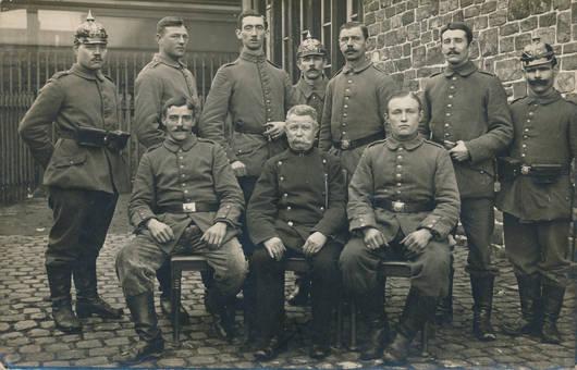 Soldaten im Hof