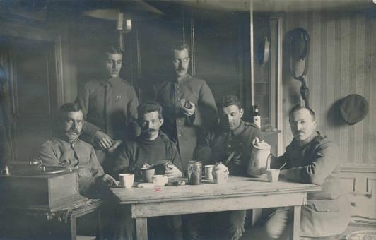 Soldaten in der Kaffeepause