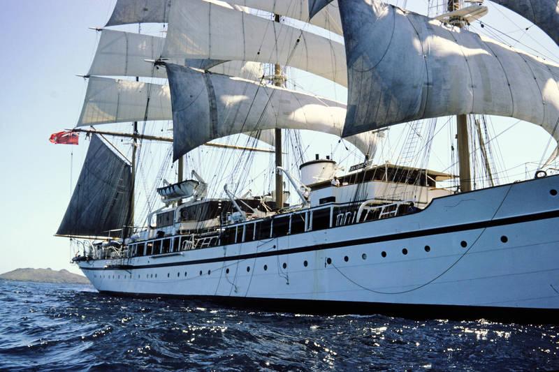 ausflug, freizeit, grenada, grenadinen, grenadines, handelsflagge, handelsschiff, insel, inselkette, Karibik, Karibisches Meer, Mast, red ensign, schiff, segel, Segelboot, Segelmast, segeln, Segelschiff, Sommer, Spaß, st vincent, the grenadines, union flag, urlaub, volles segel
