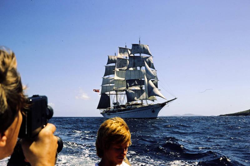 ausflug, Britisch, freizeit, grenada, grenadinen, grenadines, GRoßbritannien, handelsflagge, handelsschiff, insel, inselkette, Kamera, Karibik, Karibisches Meer, red ensign, schiff, segel, Segelboot, Segelschiff, Sommer, Spaß, st vincent, super 8, the grenadines, Union Jack, urlaub, vereinigtes königreich