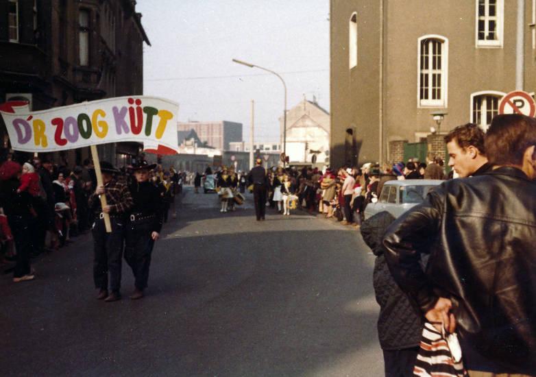 D'r Zoog kütt, karneval, Karnevalszug, straße, zug