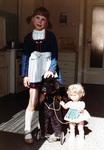 Kind mit fahrendem Hund