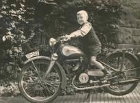 Junger Motorradfahrer