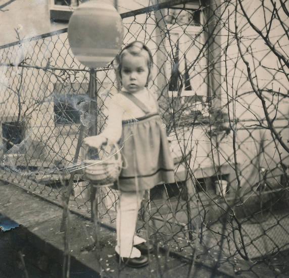 Kindheit, Luftballon, osterkorb, Ostern, zaun