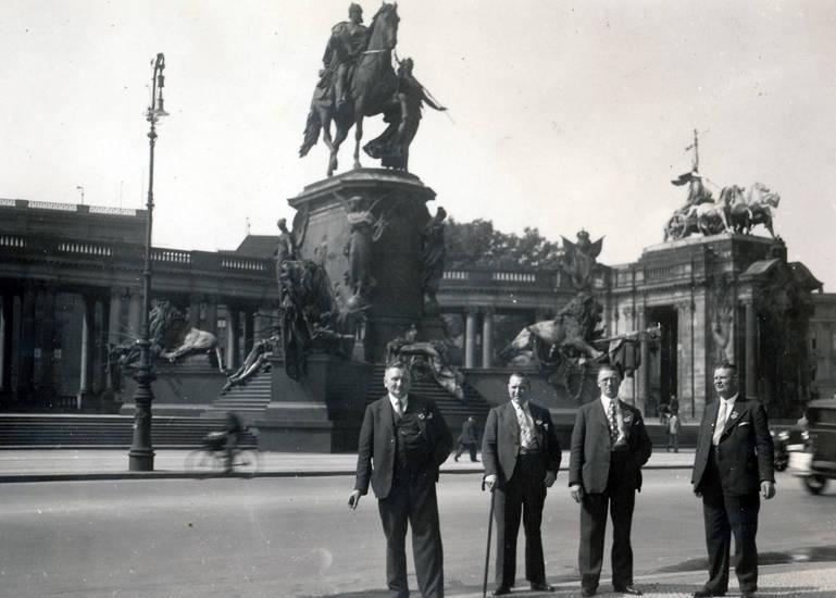 berlin, Kaiser-Wilhelm-Denkmal, Nationaldenkmal, Reiterdenkmal, SED, statue, straße