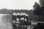 Gruppenfoto am Fluss