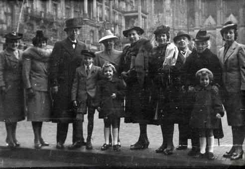 Gruppe vor dem Dom