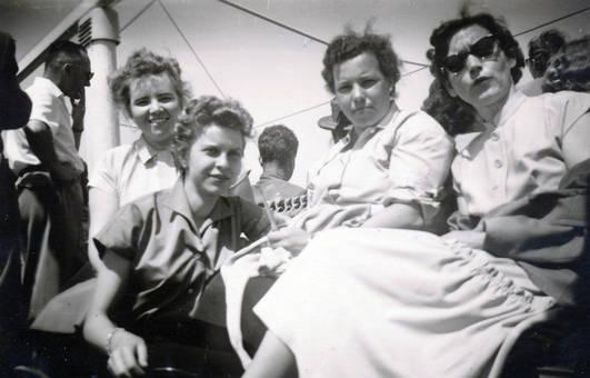 Vier Frauen an Bord