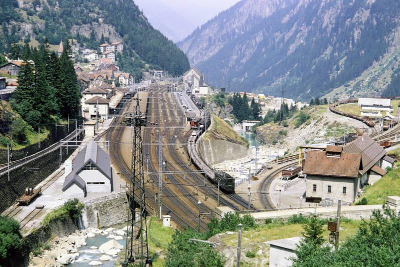 Alpen, autoverladung, bahnhof, dorf, Eisenbahn, eisenbahngleis, Göschenen, Schweiz, Tal