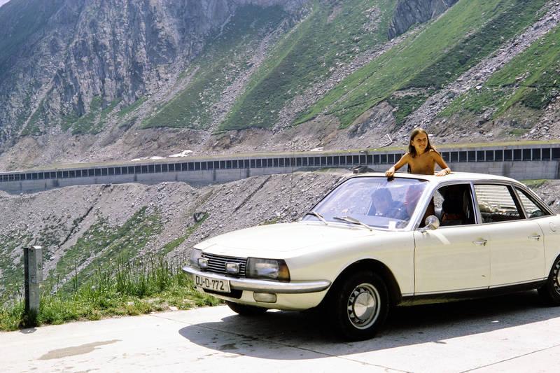 Alpen, auto, Geschwister, KFZ, Kindheit, nsu-ro80, Panorama, Parkplatz, PKW, Schiebedach, straße, Zusatzscheinwerfer