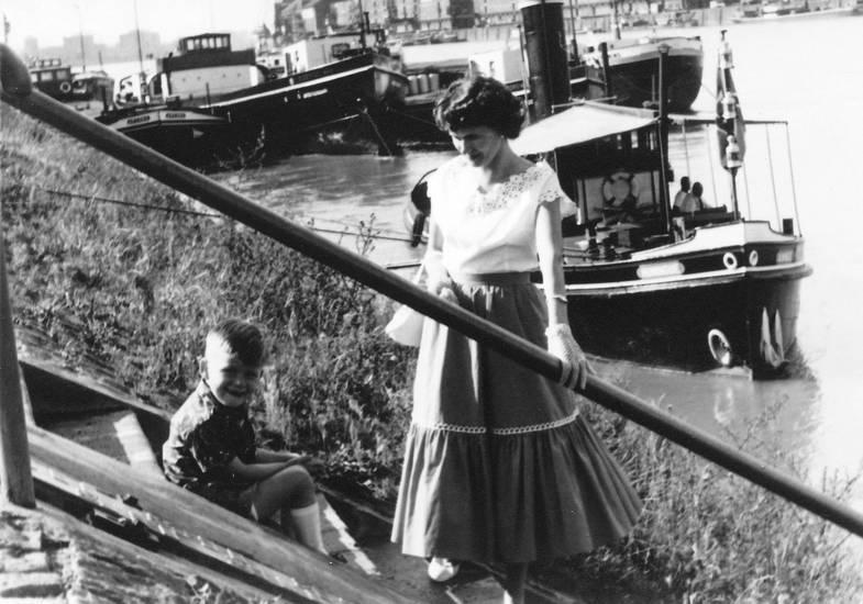 ausflug, fluss, Kindheit, mode, Mutter, Rhein, schiff, Treppe, Ufer