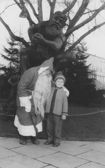 Adventszeit, Kindheit, Kostüm, Ludwigsplatz, Nikolaus, Nikolaustag, statue, Weihnachtszeit