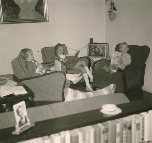 Buch, einrichtung, Geschwister, Kindheit, Lesen, puppe, sessel, Spielzeug, wohnzimmer