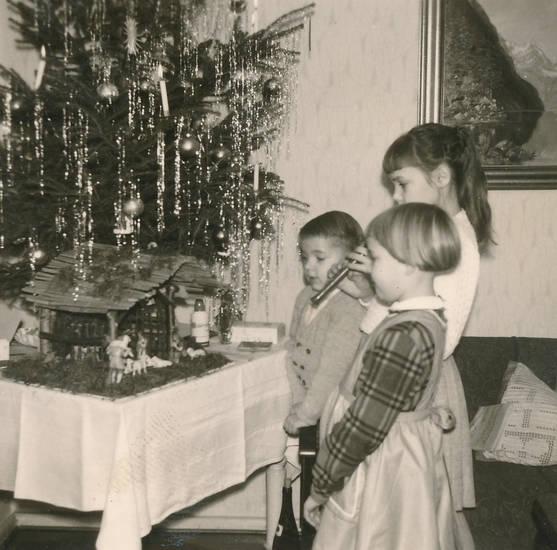 christbaum, flöte, Geschwister, instrument, Kindheit, Krippe, Lametta, Singen, Tannenbaum, Weihnachten, Weihnachtsbaum