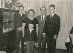 Eltern und drei Söhne