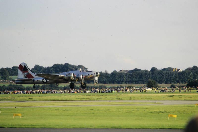 boeing B-17G, Flugtag, flugzeug, Landung, sally B, Schwerer Bomber