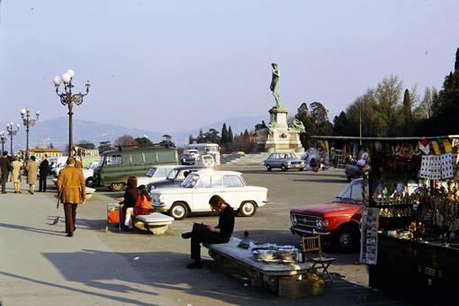 Parkplatz mit David Statue