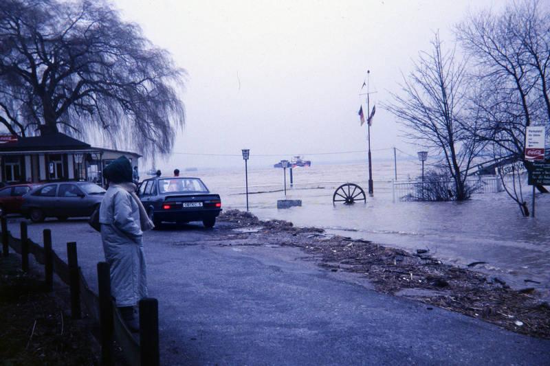 auto, gasthaus, Hochwasser, KFZ, Parkplatz, PKW, restaurant, Ufer, xanten