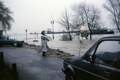 Rheinufer unter Wasser