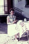 Lesen vor dem Haus