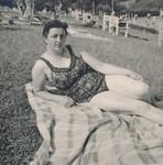 Frau im Freibad