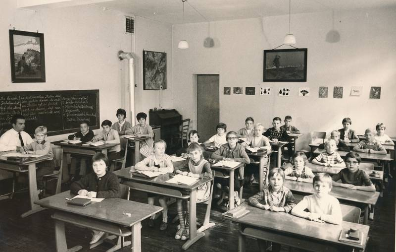 Klasse, Klassenzimmer, lehrer, Ofenrohr, schulbank, schule, Schüler, tafel