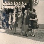 Vor dem Souvenirladen