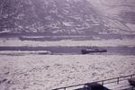 Schiff auf winterlichem Rhein