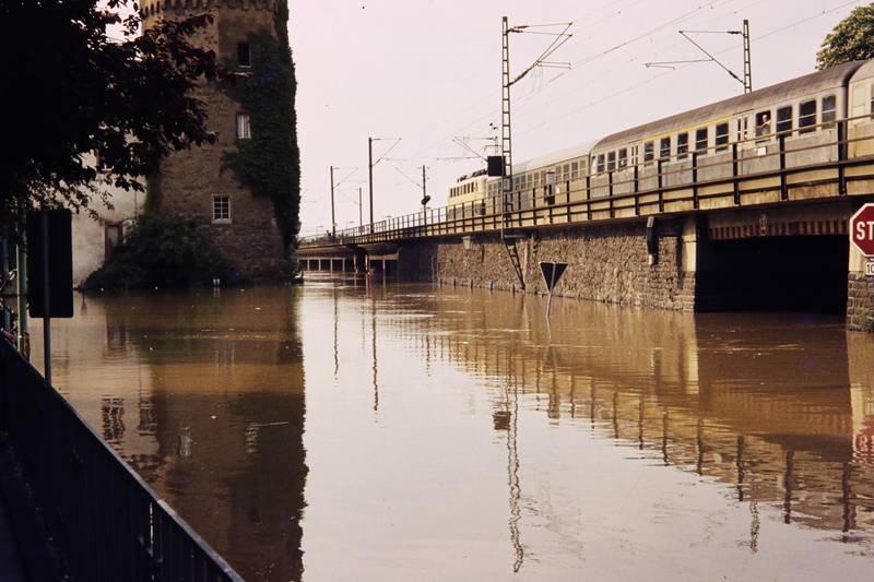 Hochwasser, linz, Parkplatz, Postamt, zug