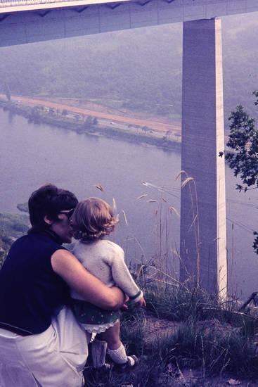 Kindheit, mode, Mosel, Moseltalbrücke, WInningen