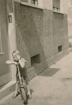 Mit dem Rad vor der Tür