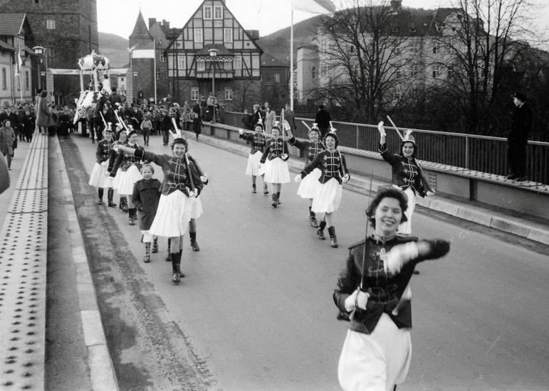 brücke, degen, Fasching, Gewehr, karneval, Kostüm, verkleidung, Weserbrücke