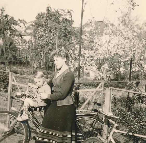 fahrrad, familie, frau, garten, kindersitz, Kindheit