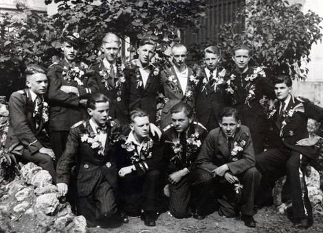 Anzüge mit Blumen