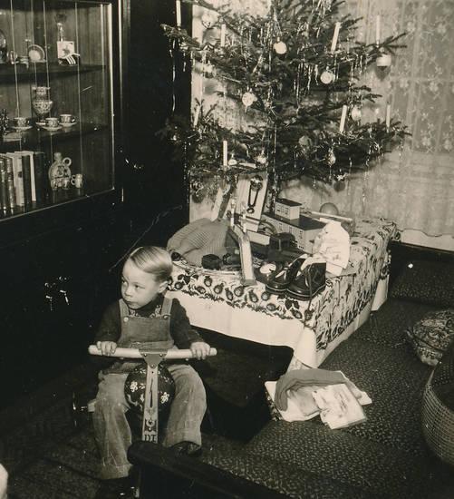 Bescherung, geschenk, Kindheit, Spielzeug, Tannenbaum, Weihnachten, Weihnachtsgeschenk, Weihnachtszeit