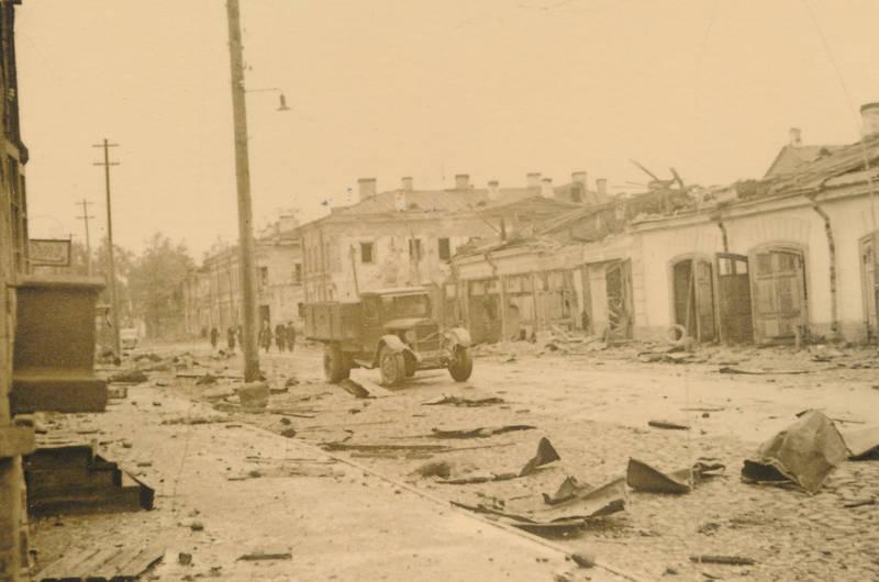 2.Weltkrieg, kaputt, KFZ, PKW, Ruine, Russland, Zerstörung, zweiter weltkrieg