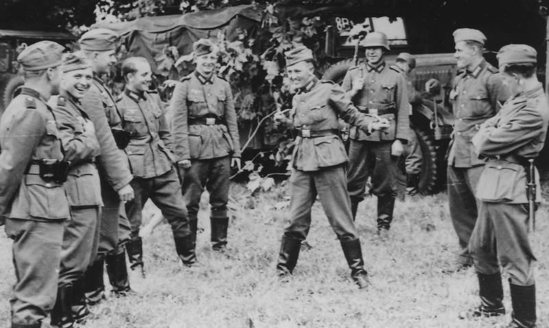 2.Weltkrieg, Frankreich, lachen, Militärfahrzeug, Nationalsozialismus, soldat, Uniform, Wehrmacht, zweiter weltkrieg