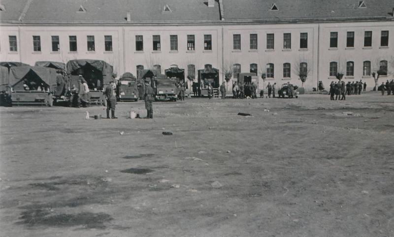 2.Weltkrieg, Eimer, kaserne, Kasernenhof, Miltärfahrzeug, soldat, Uniform, Wehrmacht, zweiter weltkrieg