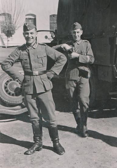 2.Weltkrieg, KFZ, PKW, Reifen, soldat, Uniform, Wehrmacht, zweiter weltkrieg
