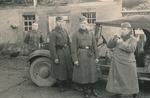 Soldaten am Wagen