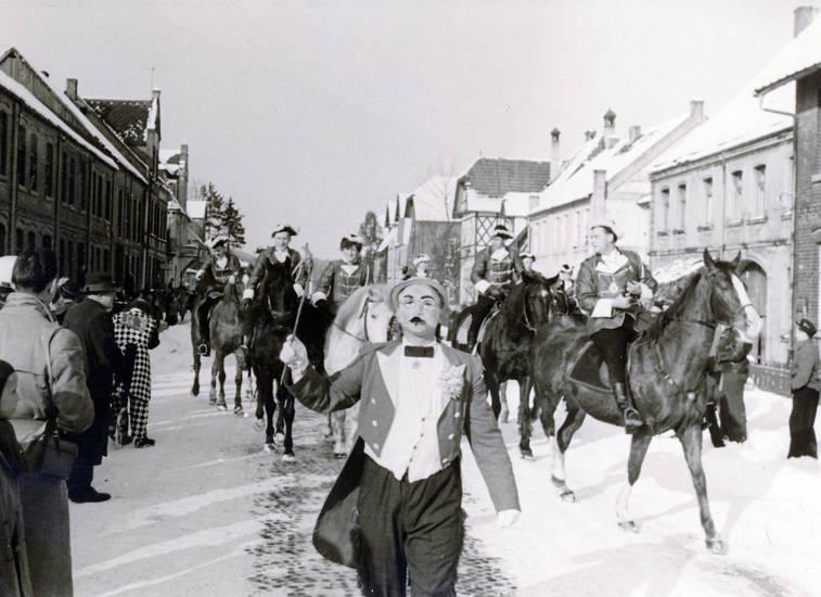 haus, Karnevalszug, Kostüm, Pferd, straße, verkleidung