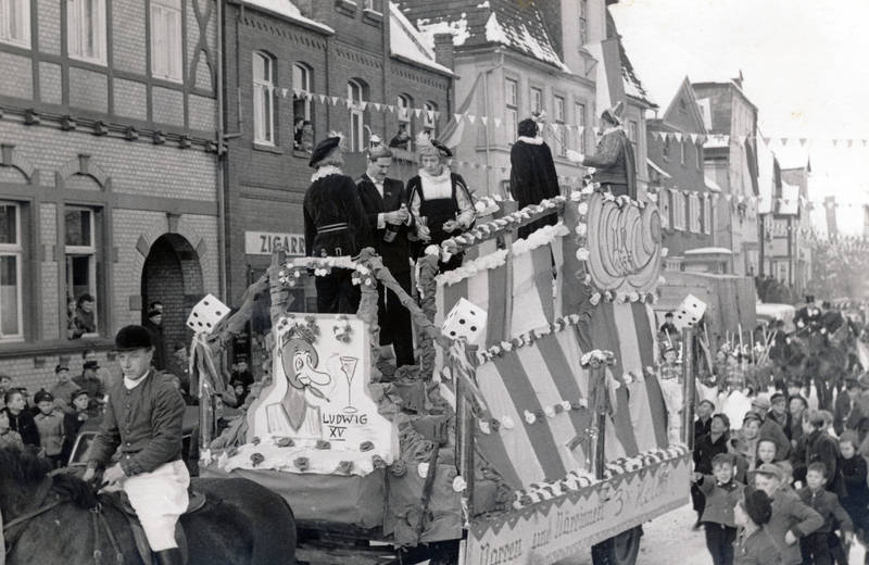 karneval, Karnevalswagen, Karnevalszug, Kindheit, Tabakwarenladen, Zigarre