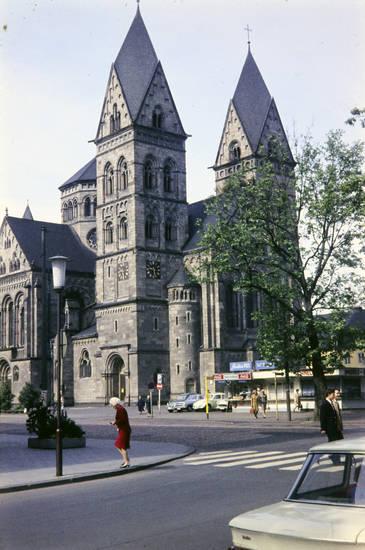 Bude, Coca-Cola, Herz-Jesu-Kirche, kiosk, kirche, Koblenz, Löhrrondell, Zebrastreifen
