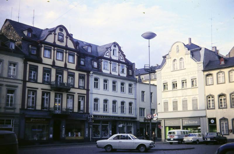 Altstadt, auto, bmw-2000, Jesuitenplatz, KFZ, Koblenz, parkverbot, PKW, VW-Bulli