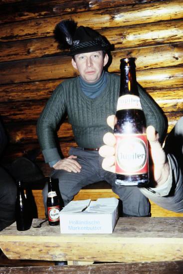 Bier, Feder, Flasche, holländische markenbutter, hut, Jagdhut, karton, tisch