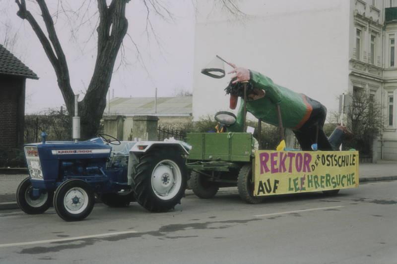 festwagen, Figur, Ford 2000, karneval, Ostschule, traktor