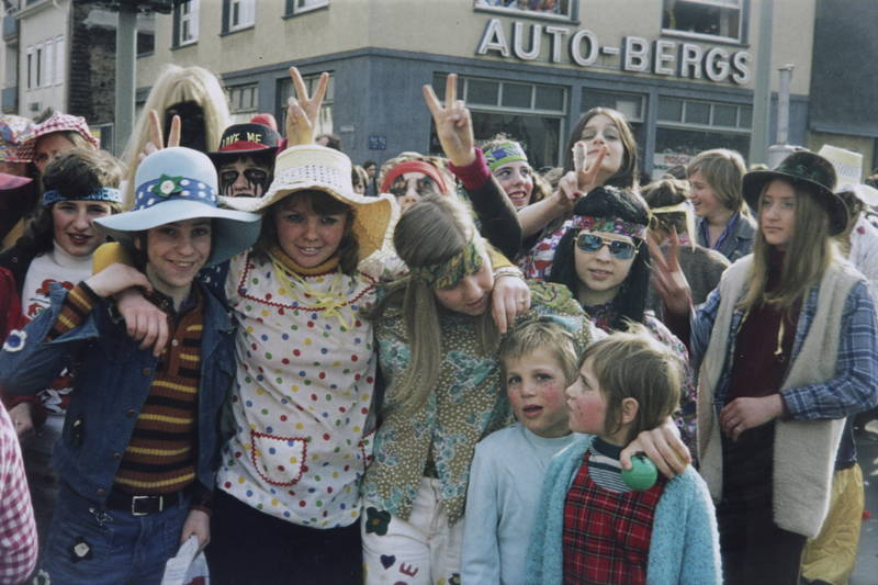 auto-bergs, geschäft, hippie, karneval, Karnevalszug, Kindheit, Kostüm, peace, verkleidung, victory