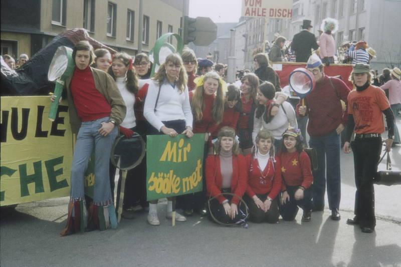 karneval, Karnevalszug, Kölsch, Kostüm, lupe, Schild, Verkeidung